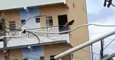 Vídeo mostra momento em que mulher morre ao se desequilibrar e cair de sacada em Parauapebas