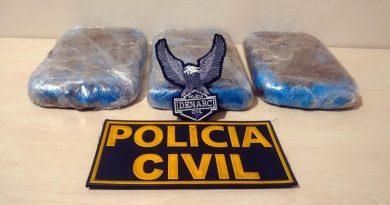 Policiais prendem homem que transportava tabletes de drogas Junto com pó de café