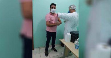 Funcionário da Prefeitura de Castanhal toma vacina contra a Covid-19 mesmo não sendo de grupos prioritários
