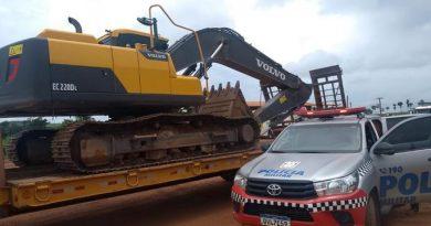 Homem é preso transportando escavadeira hidráulica furtada em Novo Progresso