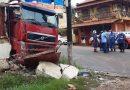 Carreta atinge em cheio residência próxima a Vila Arigó