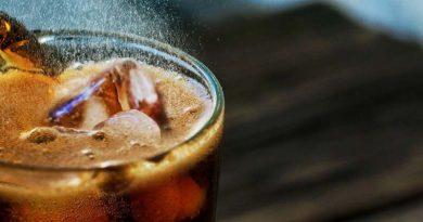 Em Minas Gerais, Coca-Cola paga indenização de R$ 5 mil para consumidor que ingeriu a bebida com larvas