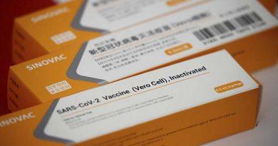 Fiocruz espera receber neste sábado insumo para 12 milhões de doses da vacina contra a covid-19