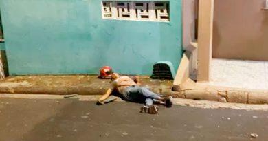 Assaltante se dá mal e 'leva farelo' em Manaus